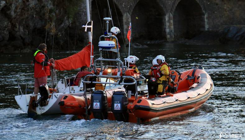 26 April 2017 - Looe RNLI towing exercise © Ian Foster / fozimage