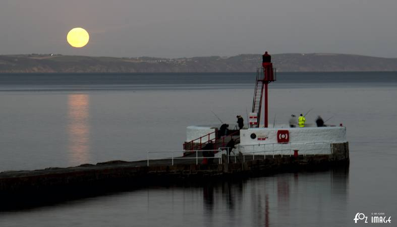 5 October 2017 Harvest moon over Banjo Pier © Ian Foster / fozimage